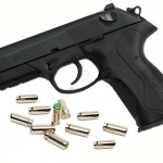 ¿Es necesario algún tipo de Licencia o Autorización para poder llevar un arma detonadora para utilizarla de manera disuasoria?.